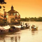 Kuching Waterfront - tarikan waktu malam diKuching
