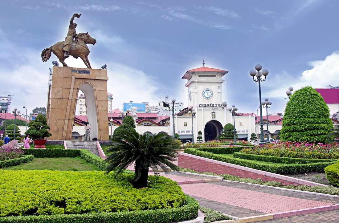 Pasar Ben Tanh - tempat shopping menarik di ho chi minh vietnam