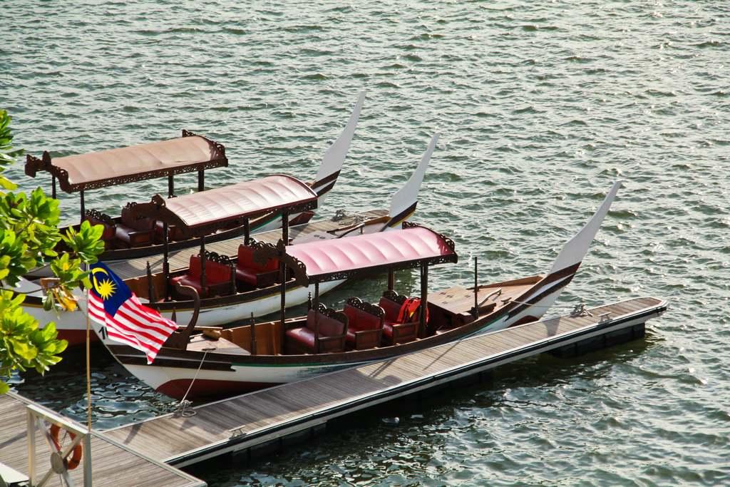 Cruise Tasik Putrajaya - tempat santai menarik putrajaya