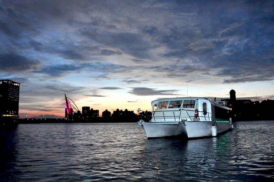 cruise tasik putrajaya catamaran