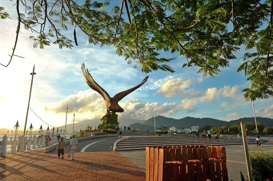 dataran helang atau eagle square langkawi malaysia
