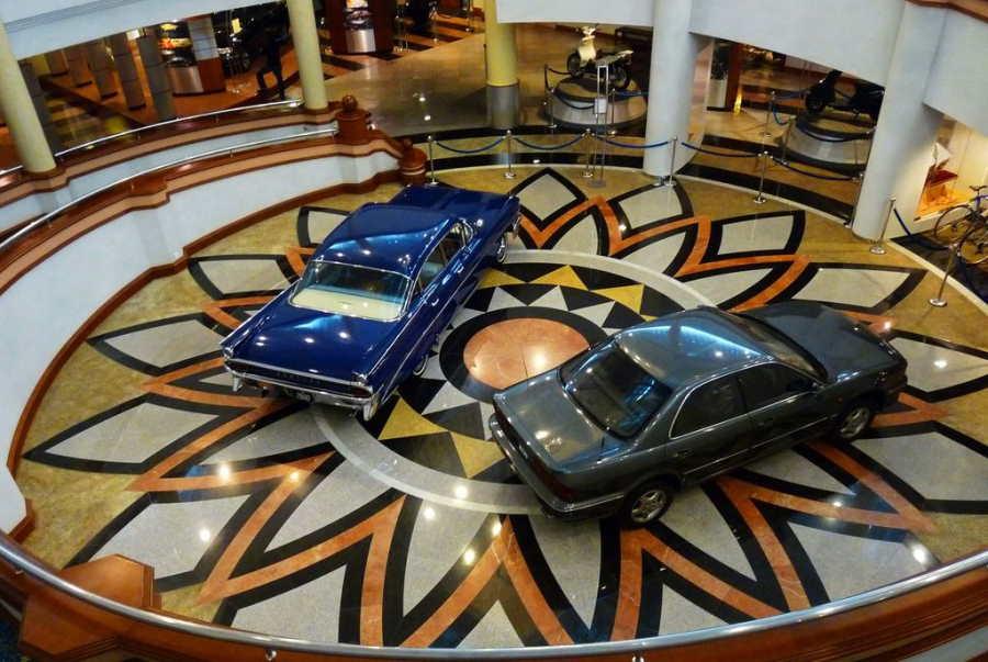 2 kereta antik pameran di galeria perdana langkawi