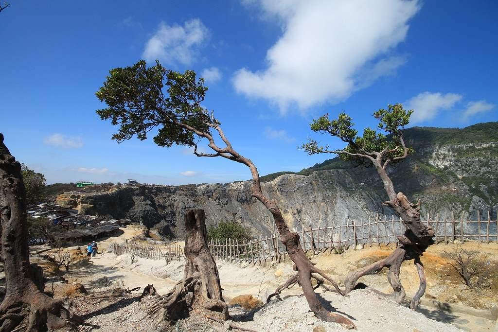 Kawah Putih Ciwidey - tarikan alam di bandung indonesia