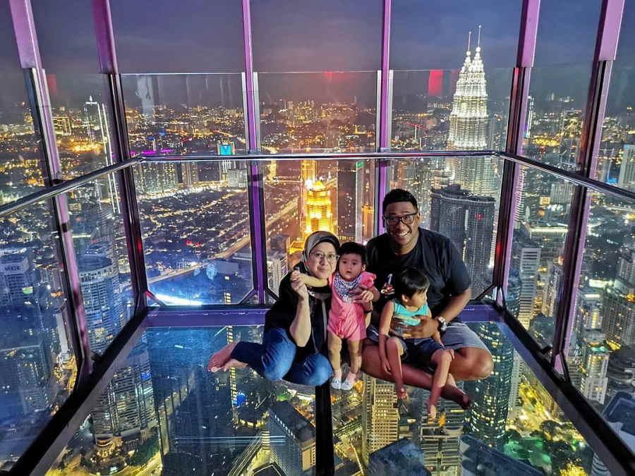 skybox kl tower waktu malam