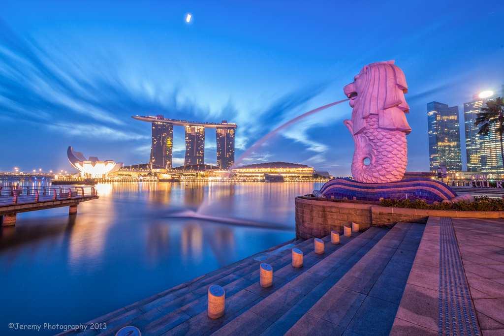 Merlion Park - tarikan waktu malam di singapore
