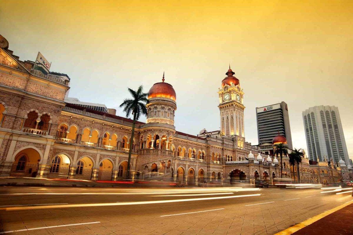 bangunan sultan abdul samad ketika senja