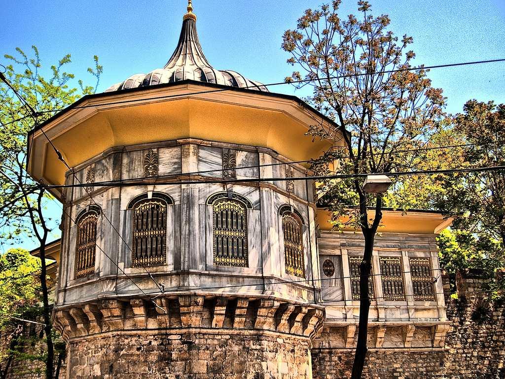 istana topkapi - tempat menarik lagi bersejarah di istanbul