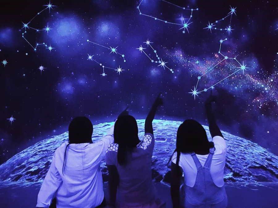 glow in the dark museum