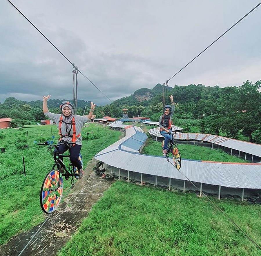 basikal atas tali di langkawi adventure and extreme park