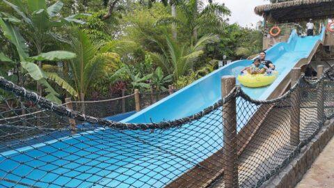 dengan tiket wet world shah alam anda boleh menikmati slide air di taman tema air ini