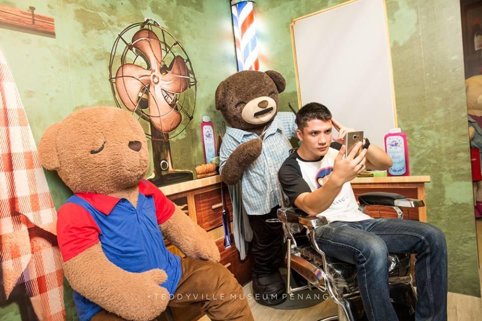 selfie dan bergambar di teddy bear museum penang