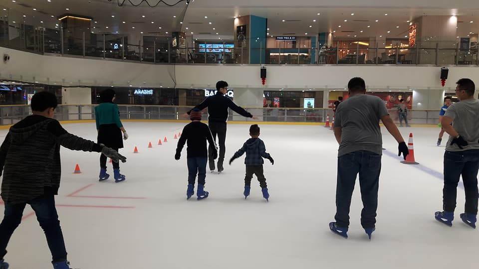 kelas di blue ice skating rink