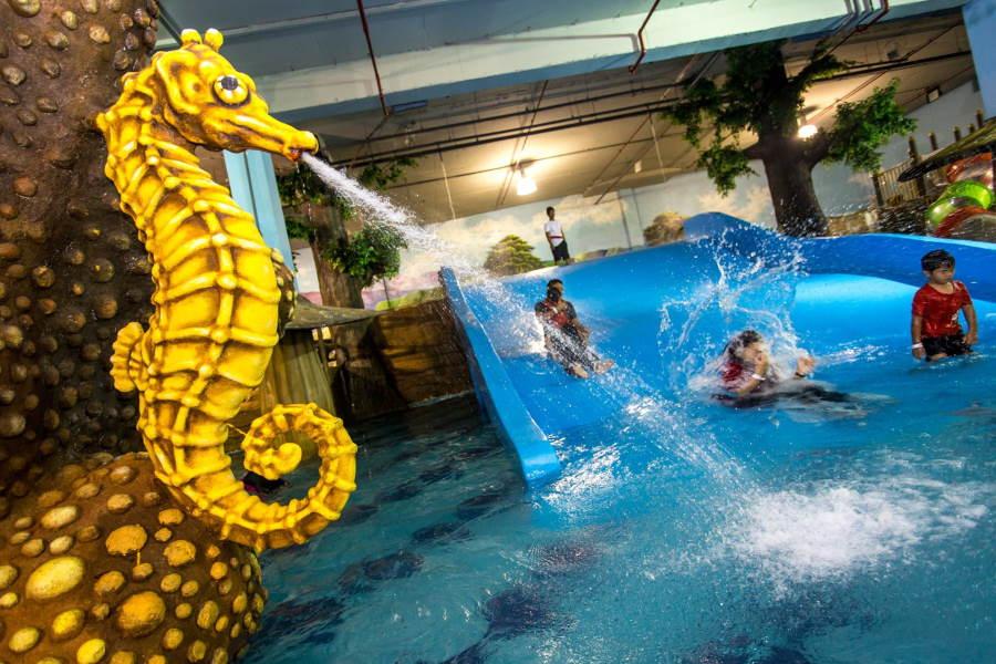 tiram waterpark slide - tempat menarik johor