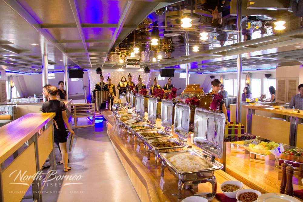 kawasan makan malam dalam north borneo dinner cruise kota kinabalu-