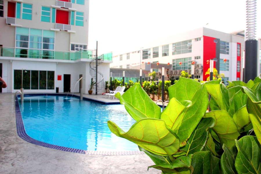 kolam di 906 premier hotel melaka - hotel bajet melaka yang ada kolam / swimming pool