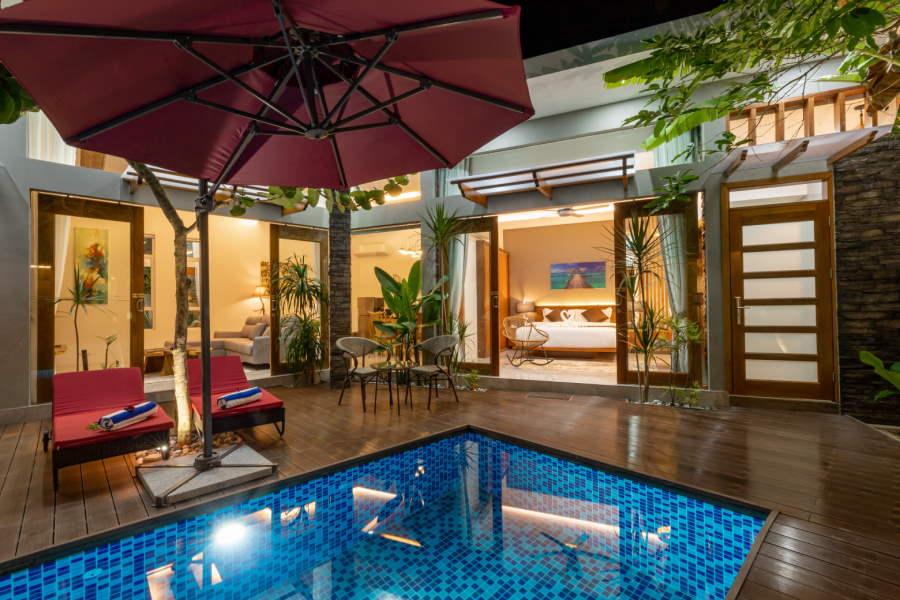 villa yang ada pool sebegini cukup sesuai untuk family besar