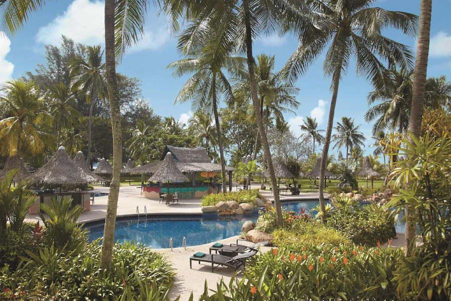 hotel shangri la batu feringghi golden sands di tepi laut penang