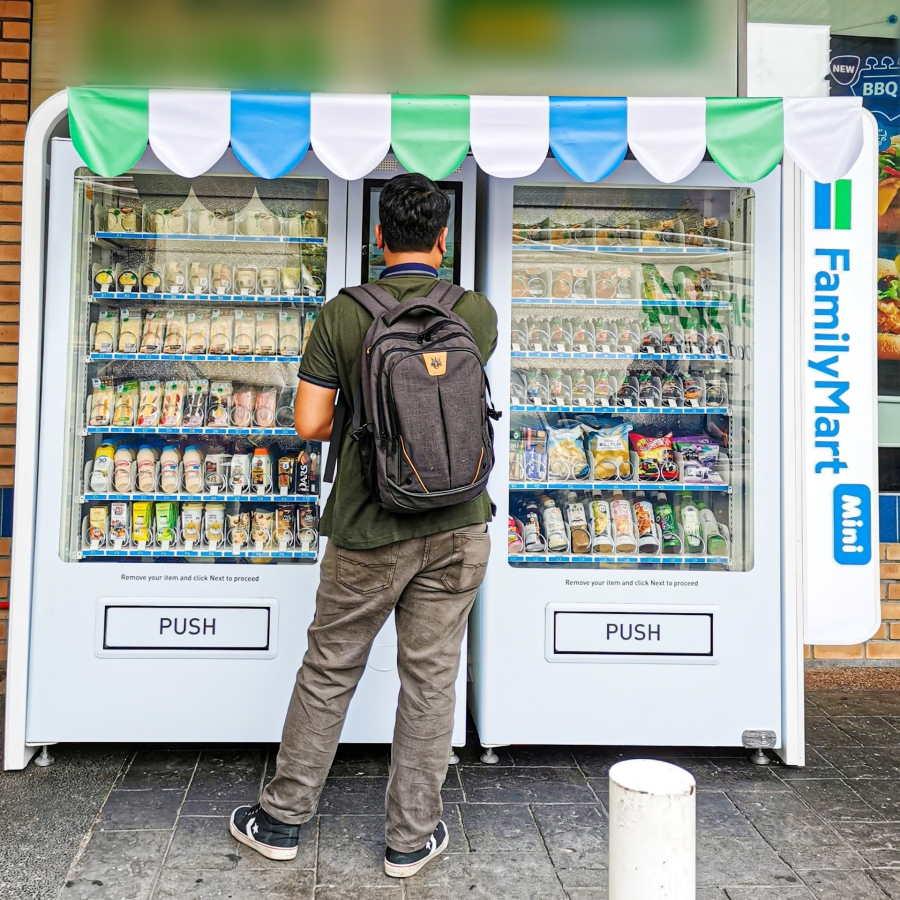 2 vending machine family mart pertama malaysia